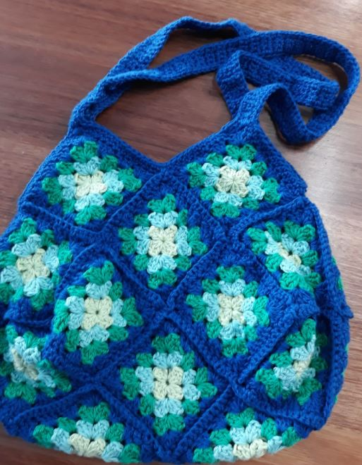 Granny Square Shaped Bag – Pattern by Yarning Place